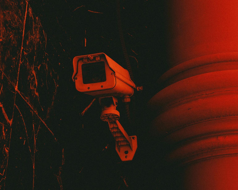 Un état de surveillance permanent ? | Revue Esprit